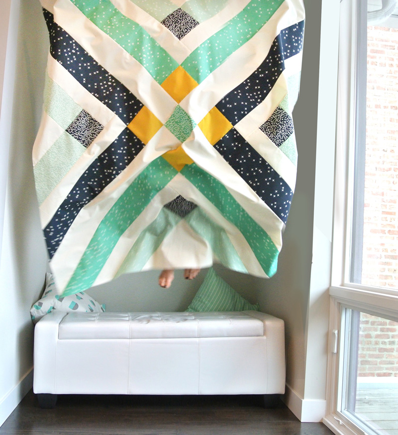 FREE Retro Plaid quilt pattern by Suzy Quilts - https://suzyquilts.com/retro-plaid-free-quilt-pattern/
