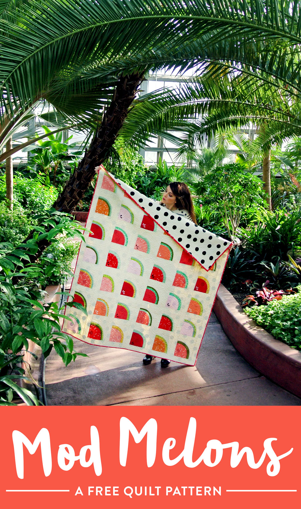 A FREE watermelon quilt pattern! Learn to sew curves with the Mod Melons quilt pattern by Suzy Quilts - https://suzyquilts.com/mod-melons-free-quilt-pattern/