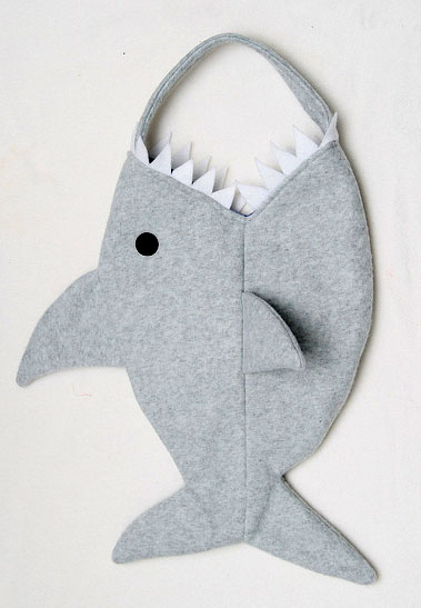 Halloween-Sewing-shark-bag
