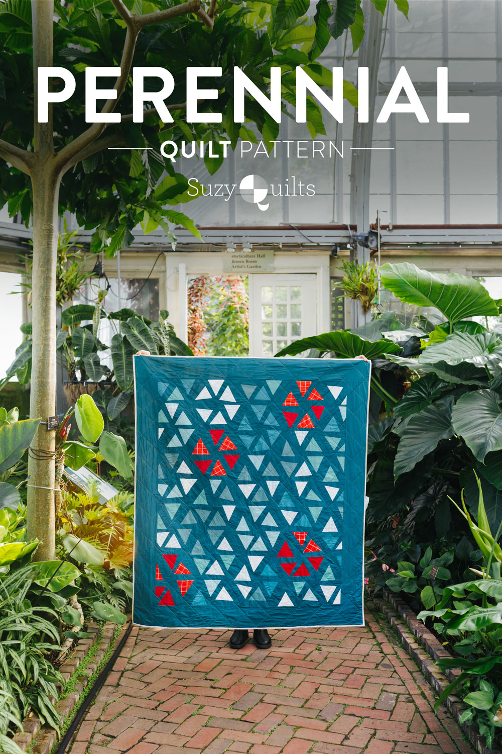 The perfect Christmas quilt pattern! Tips and video tutorials on how to quilt with triangle blocks for the Perennial Quilt by Suzy Quilts   suzyquilts.com #ChristmasQuilt