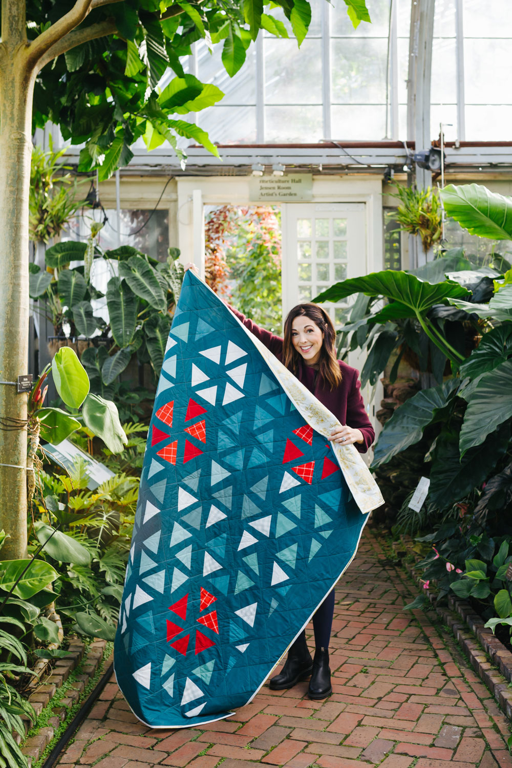 The perfect Christmas quilt pattern! Tips and video tutorials on how to quilt with triangle blocks for the Perennial Quilt by Suzy Quilts | suzyquilts.com #ChristmasQuilt