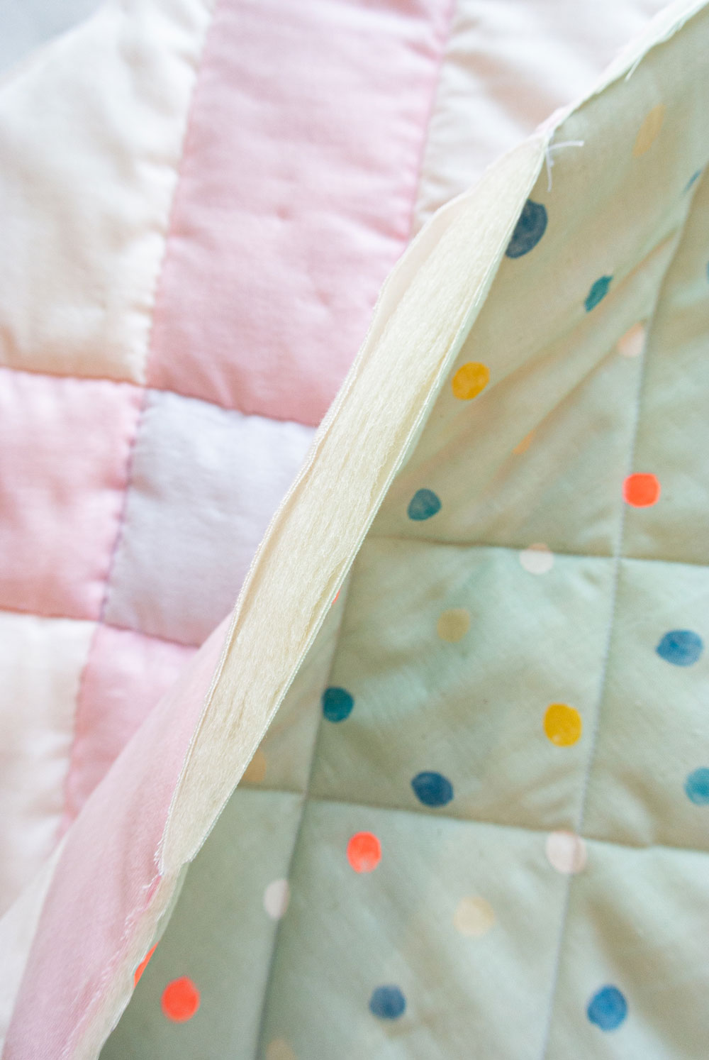 How to make the softest baby quilt in the world! The answer is to quilt with double gauze and wool batting – a sewing tutorial on how to do both! suzyquilts.com #modernquiltpattern #quiltingtutorial