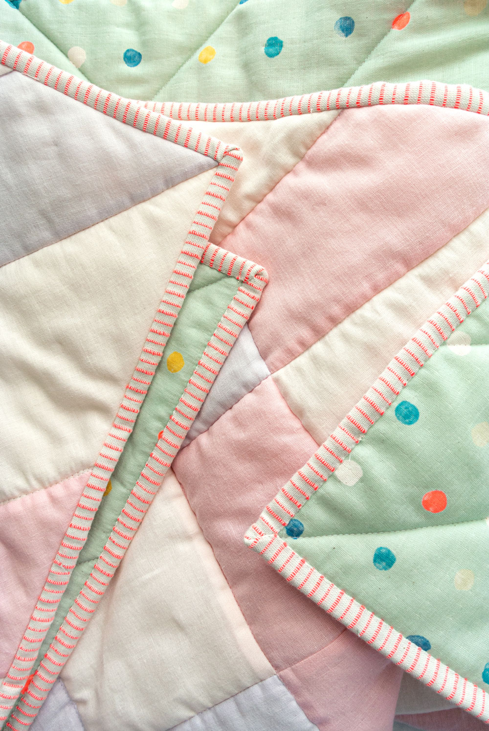 How to make the softest baby quilt in the world! The answer is to quilt with double gauze and wool batting – a sewing tutorial on how to do both! suzyquilts.com #babyquiltpattern #quiltbindingtutorial