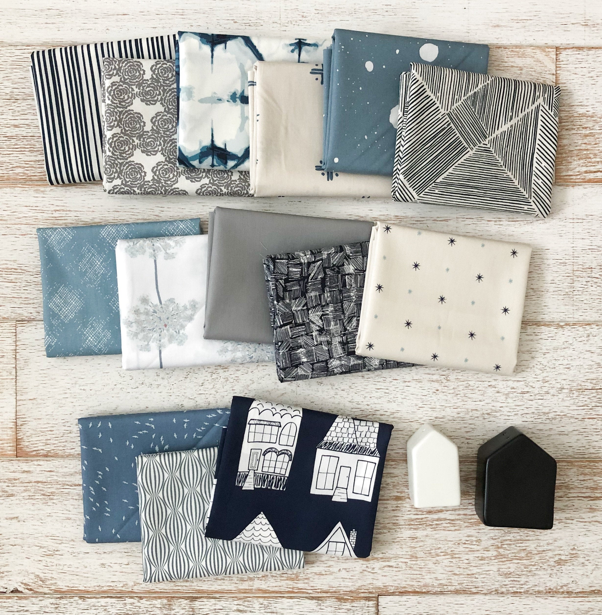 This Great Gatsby inspired Modern Fans quilt kit uses icy blues, grays and metallic silver fabric to bring elegance and pizzazz to a cozy quilt. suzyquilts.com #fatquarter