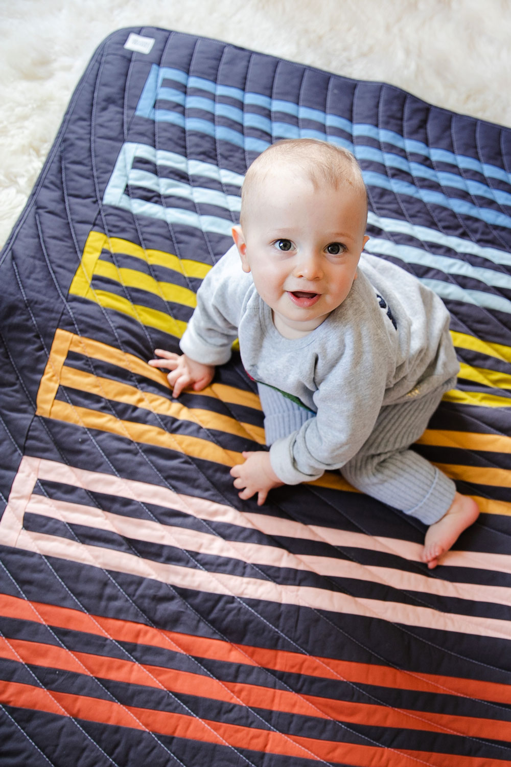 A small textiles company, based in Duluth, GA, makes rainbow baby quilts for a cause. These handmade baby quilts support local charities. suzyquilts.com #rainbowbaybquilt