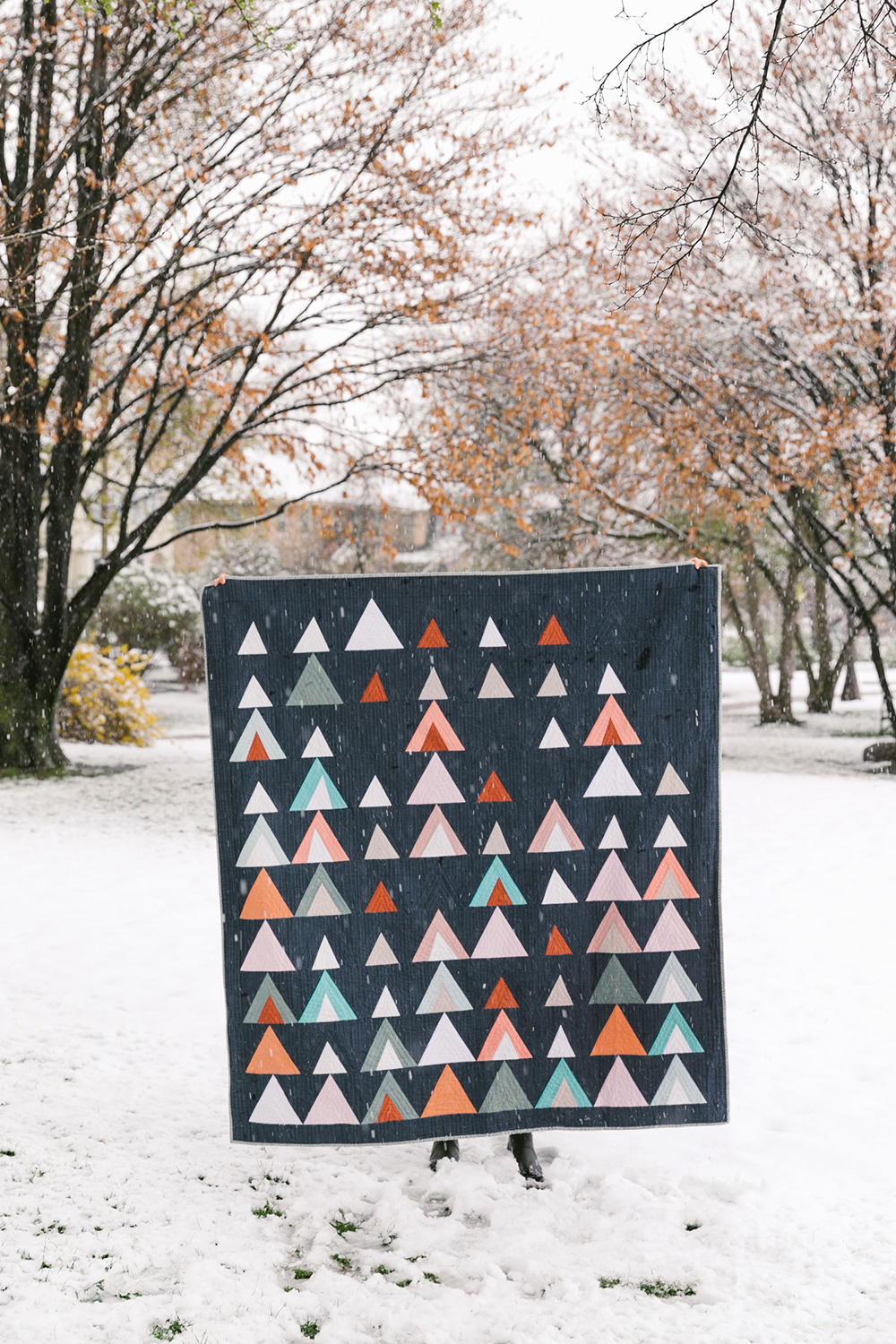 The Mod Mountains quilt pattern is fat quarter friendly! Included in the pattern are king, queen, twin, throw and baby quilt sizes along with extra tutorials and videos on the blog! suzyquilts.com #quiltpattern