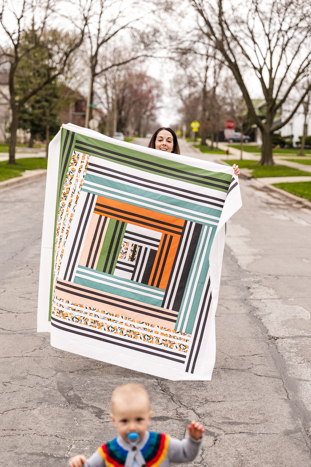 In Weeks 5 and 6 of the Grow quilt sew along we assemble the quilt top. Check out this video tutorial to show you how simple it is! suzyquilts.com #quilting #quiltphoto