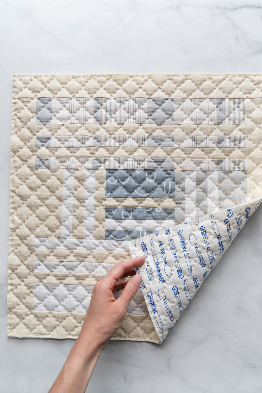 In this easy, beginner friendly quilting tutorial you will make a beautiful pillow with a simple envelope pillow cover. At the end there will be an option to finish the quilted pillow with binding | suzyquilts.com #pillowtutorial