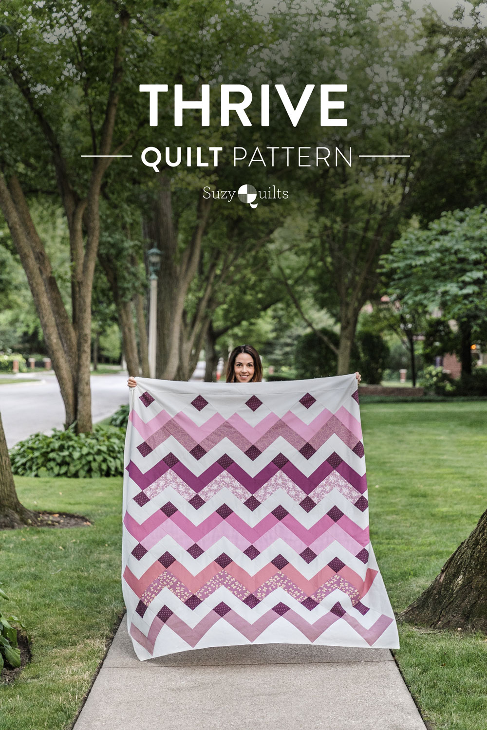In the final week of the Thrive sew along we sew the finished quilt top. Included is a video tutorial on how to trim and square up your corners! suzyquilts.com #modernquilt #quiltpattern