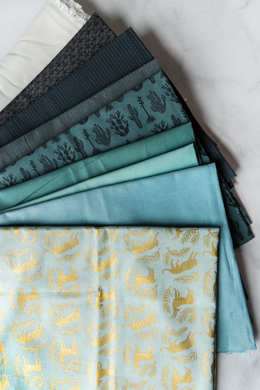 The Shine quilt along is a 7-week online community sewing event focused on making the throw Shine quilt pattern. In week 1 we pick fabric. suzyquilts.com #neutralquilt #quiltpattern