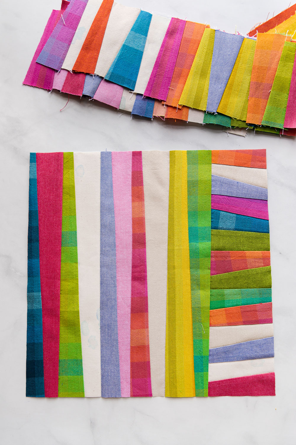 The Shine quilt sew along includes lots of added tips and videos to help you make this modern quilt pattern. This fat quarter quilt pattern is beginner friendly and focuses on improv sewing. suzyquilts.com #fatquarterquilt #improvquilt