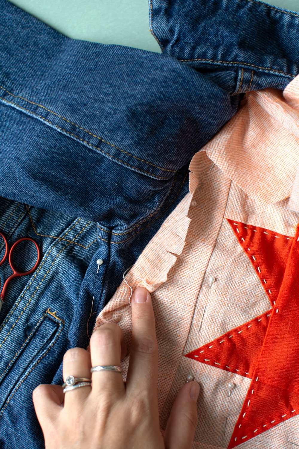 This simple patchwork jacket tutorial is the perfect way to breathe new life into old clothes. Upcycle denim or old clothing to make quilted clothing! suzyquilts.com #upcycleclothes #jackettutorial