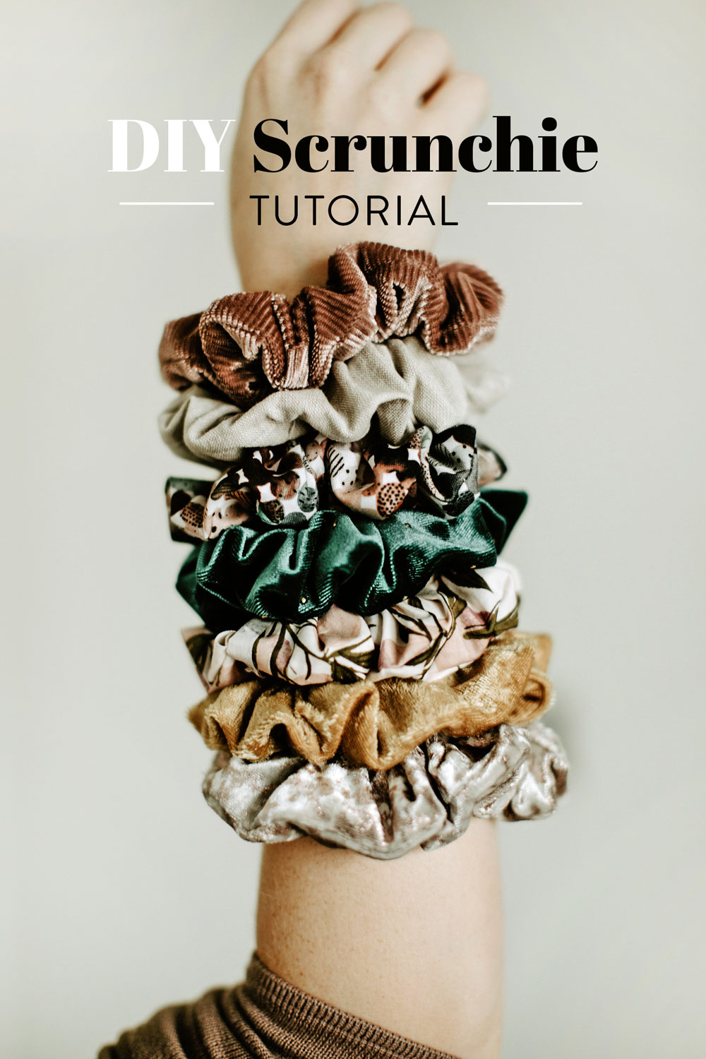 This easy DIY scrunchie tutorial is perfect for kids sewing! Use velvet and make a holiday scrunchie. suzyquilts.com #scrunchietutorial #diysewing