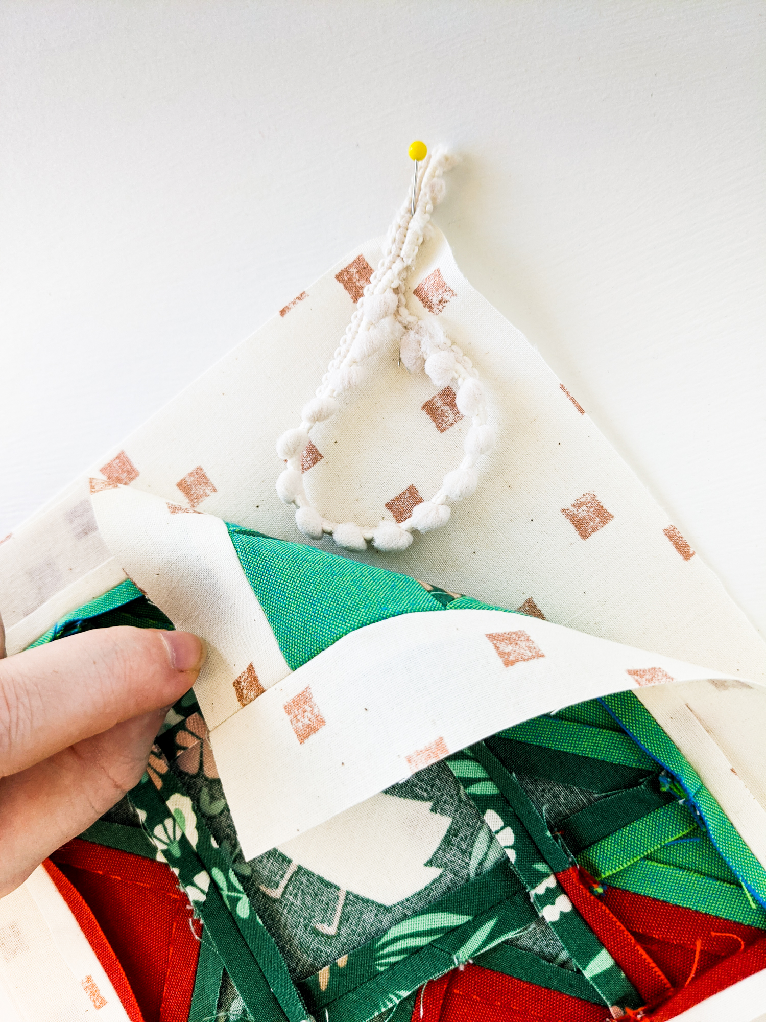 This Christmas Tree Ornament Tutorial walks you through an easy DIY project based on the Stars Hollow Quilt by Suzy Quilts