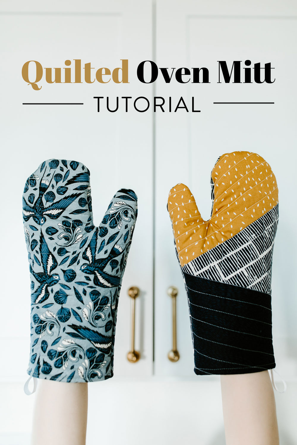 This quilted oven mitt tutorial shows step-by-step instructions to sew a modern patchwork oven mitt – such a beautiful DIY gift! suzyquilts.com #ovenmitt #DIYsewing