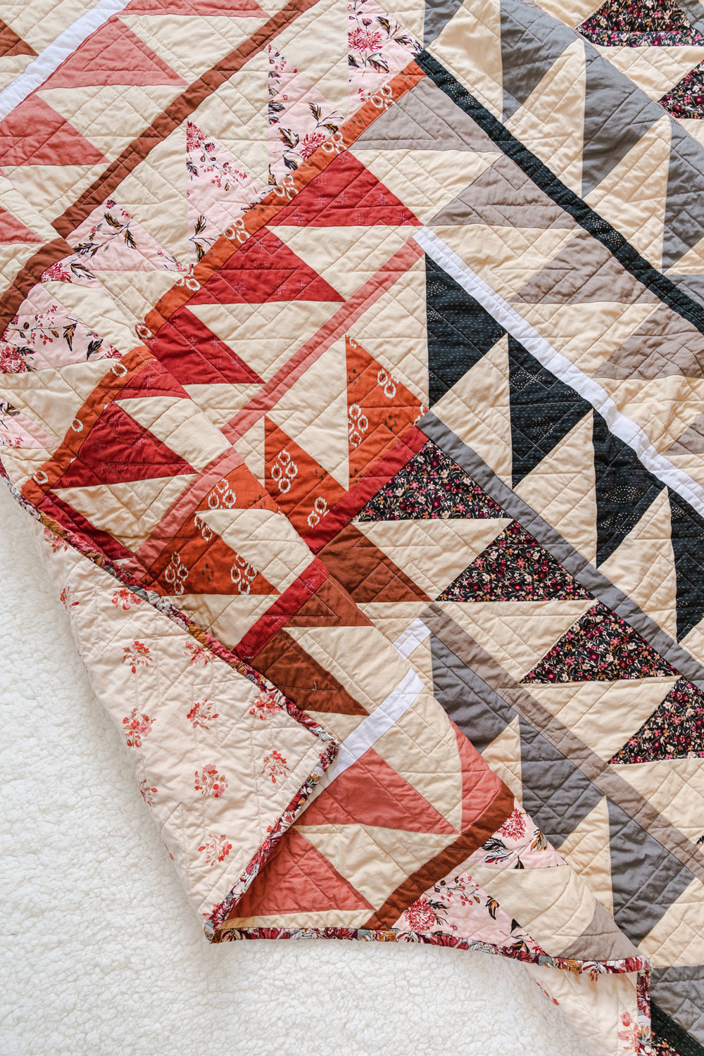 Join a fun sew along! It is easy to participate – all you need is the Gather quilt pattern so we make this quilt together! suzyquilts.com #quiltpattern #textiledesign
