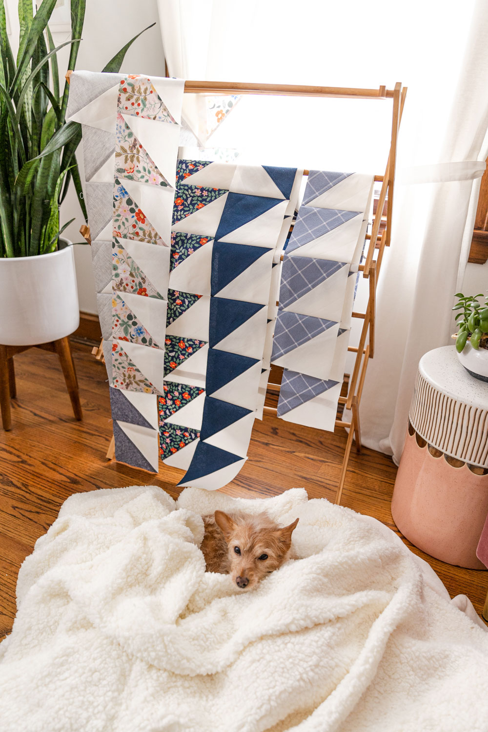 The Gather quilt sew along is an online quilting community experience! We will make this modern quilt pattern together – one week at a time. suzyquilts.com #quiltalong #modernquilt