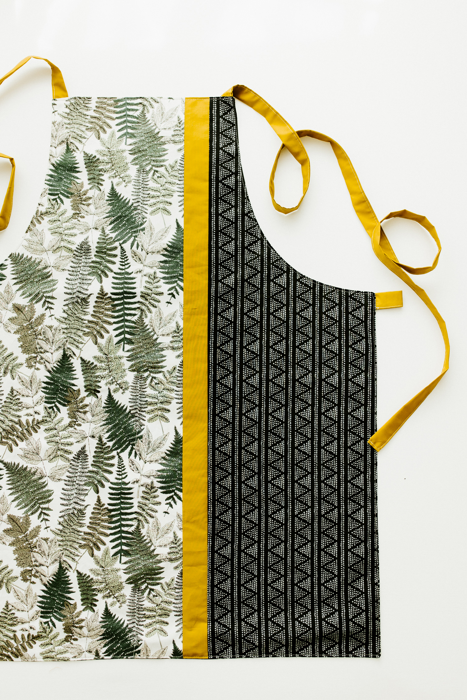 Learn how to make a fast and easy color block apron in this step by step photo tutorial. Perfect for summer grilling and baking, this apron makes a great gift too! suzyquilts.com #quilting #sewingdiy