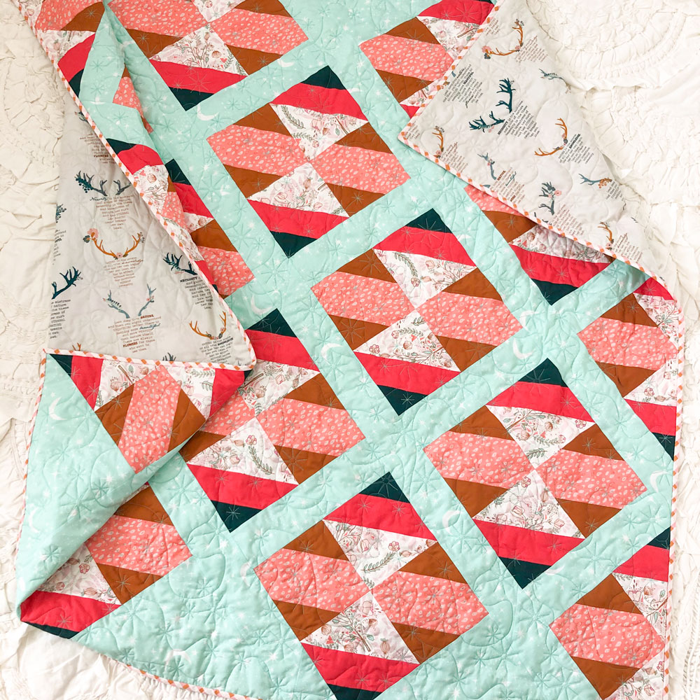 The New Horizons quilt pattern includes instructions for both fat quarters and limited-color yardage instructions. suzyquilts.com #modernquilt #babyquilt