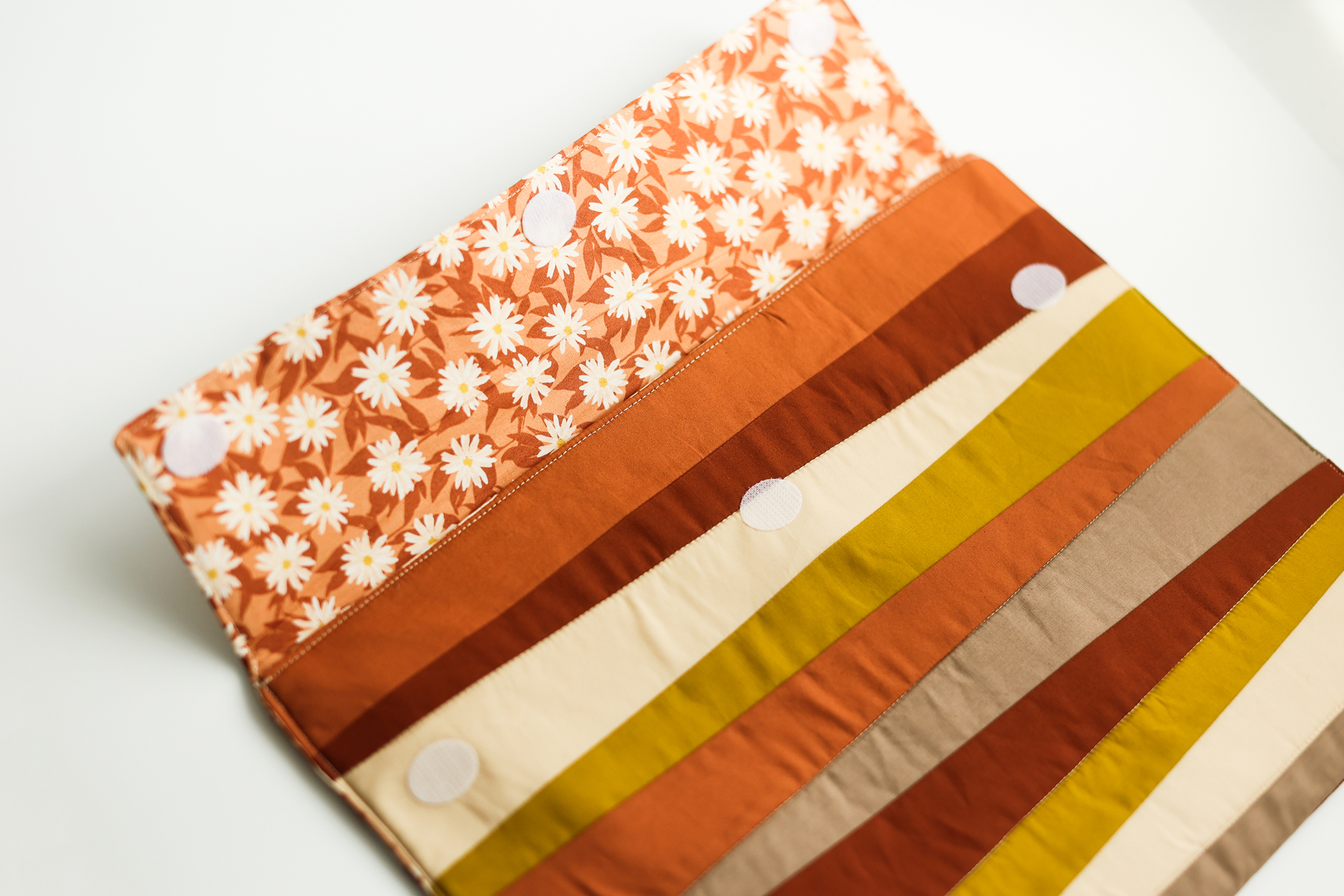 Learn to sew a beginner-friendly quilted laptop case in this tutorial featuring the Shine quilt block by Suzy Quilts
