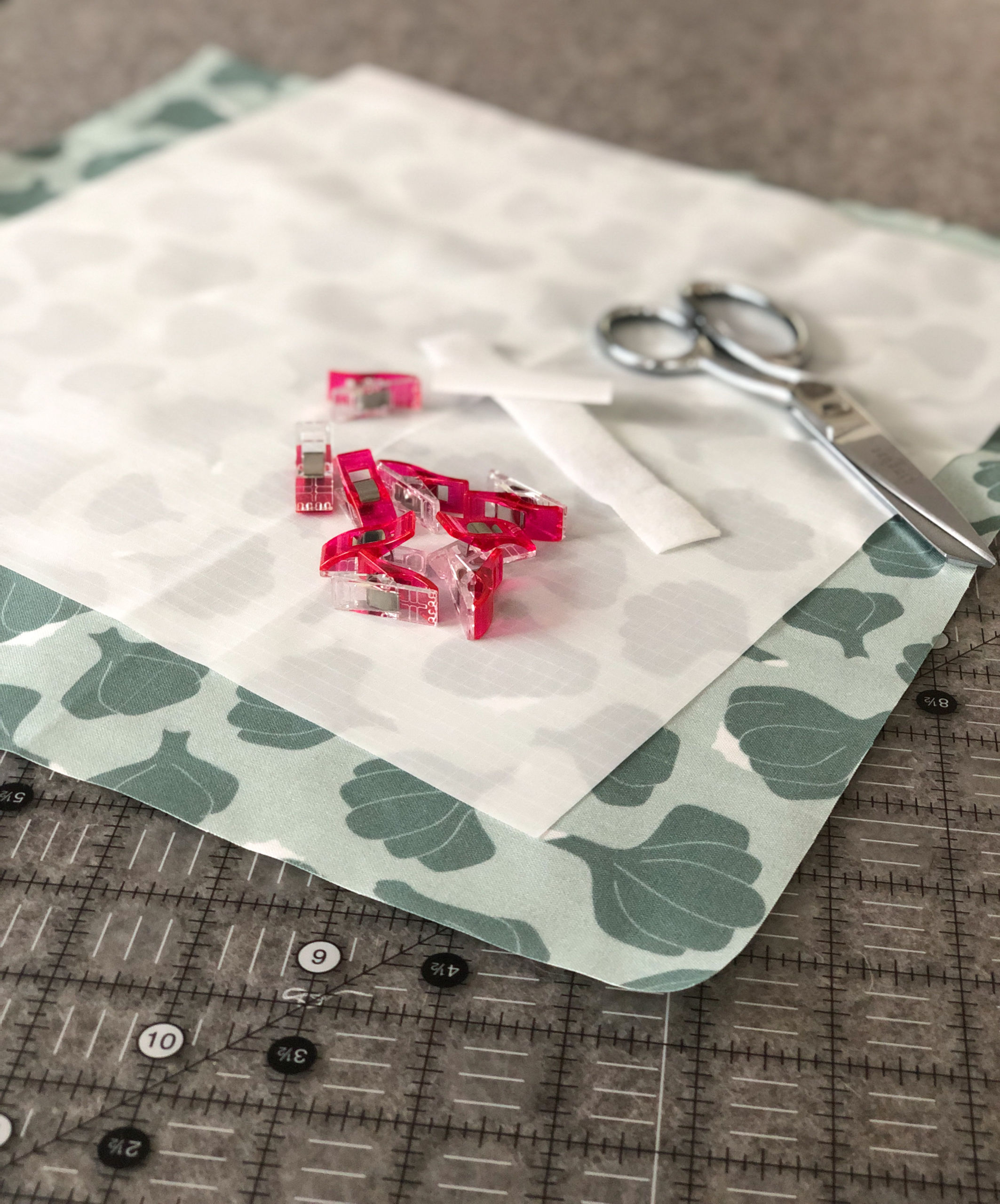 Add an easy homemade touch to your picnic or lunch with this DIY reusable sandwich wrap tutorial. This step by step photo tutorial shows you how to sew your own reusable sandwich wrap out of fabric that can be washed and used every day. suzyquilts.com #quilting #sewingdiy