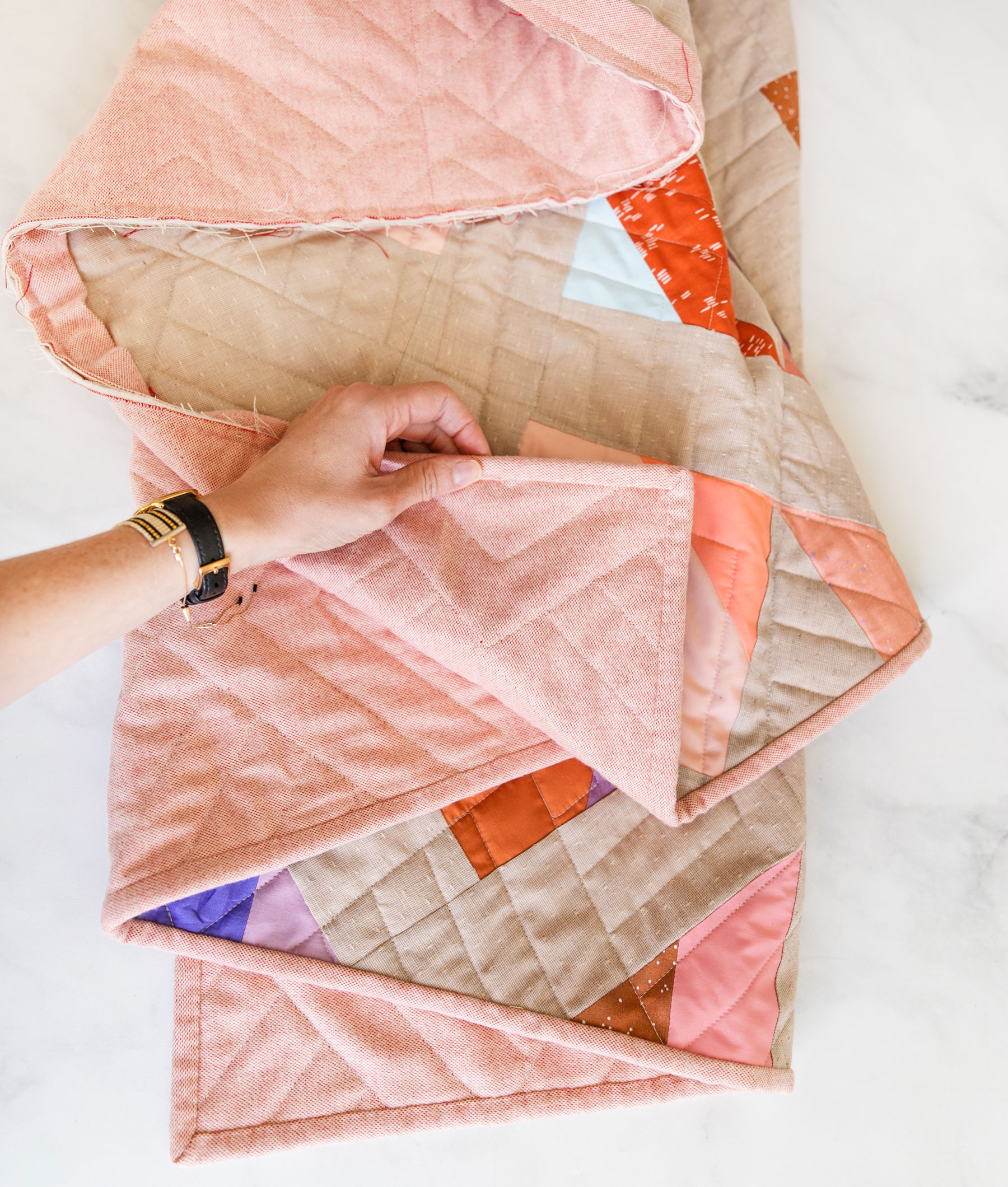 Tips for quilting with flannel! Flannel is warm, soft and cozy, but there are some things you need to know to sew with flannel. suzyquilts.com